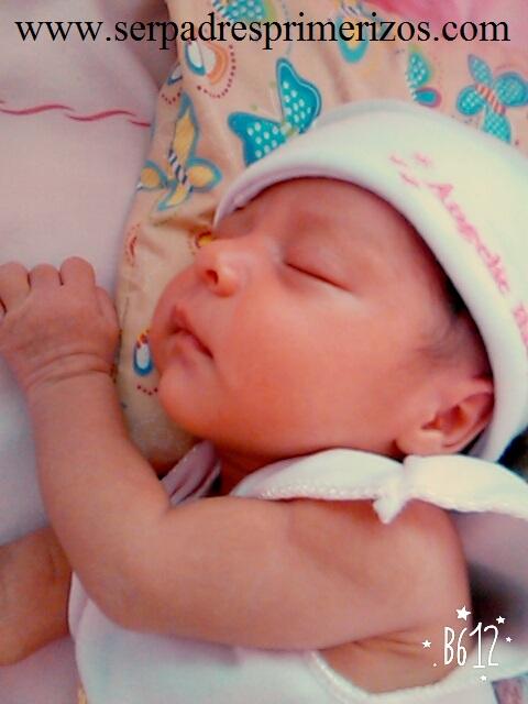 Esta es nuestra hija ya con tres días de nacida, parecida a su papá.